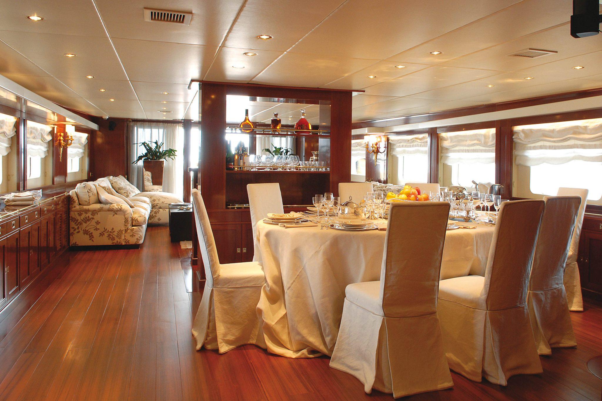 Ariete Primo motor yacht