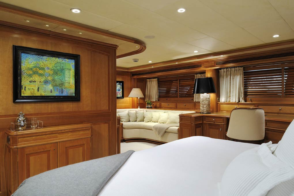 Private cabin on a yacht for charter S/Y Drumbeat