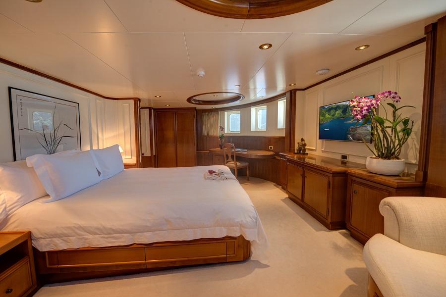 charter luxury superyacht seawolf