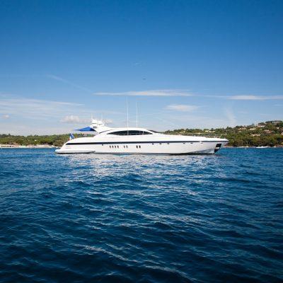 M/Y O motor yacht charter