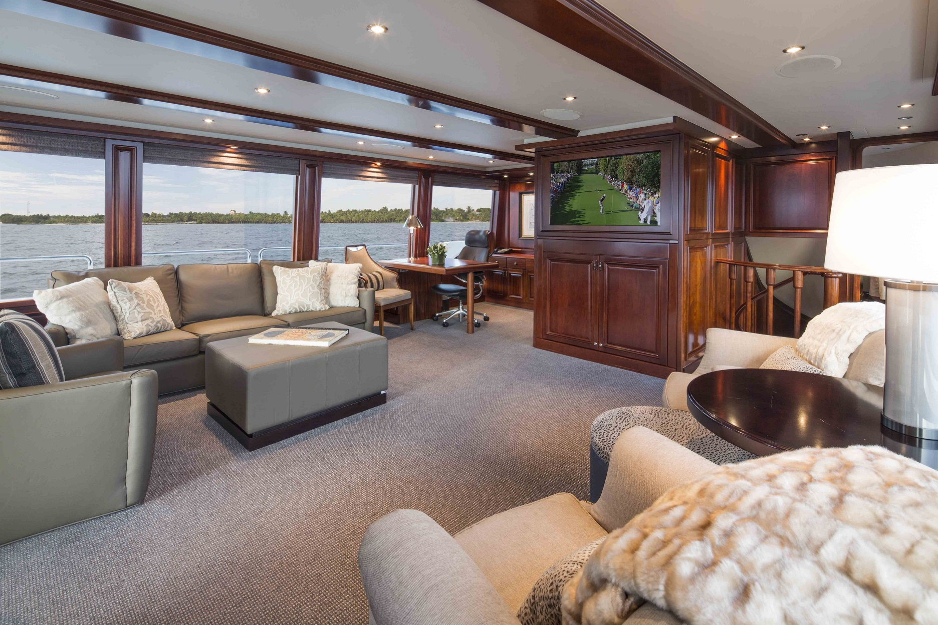 plan a yacht for charter sky lounge