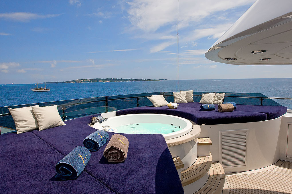 m/y insignia jacuzzi on the sun deck