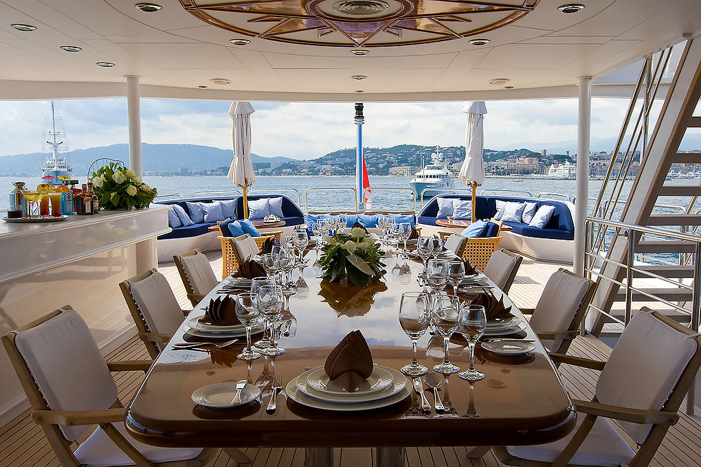 m/y insignia dining room