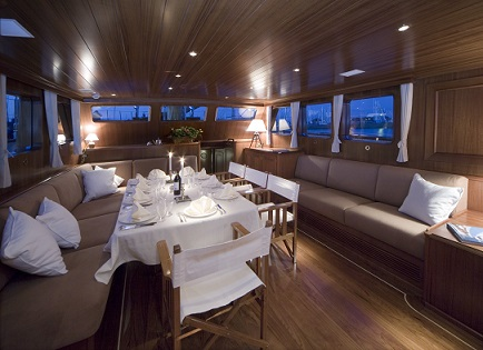 S/Y TIZIANA yacht for charter dining area