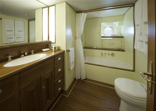 S/Y TIZIANA tacht for charter master bathroom