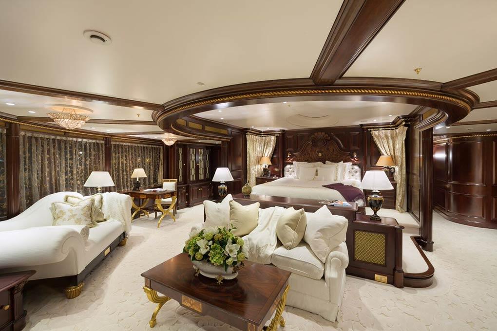 master bedroom on board M/Y FREEDOM