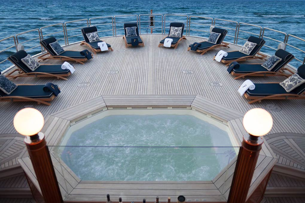 private Jacuzzi on deck M/Y FREEDOM yacht for charter