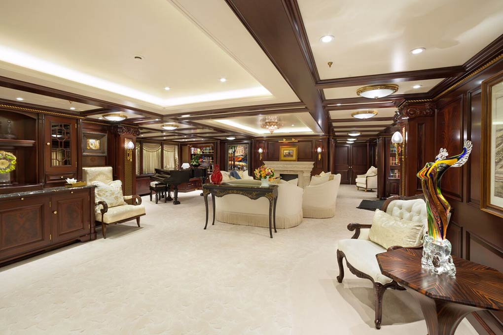 Saloon on M/Y FREEDOM