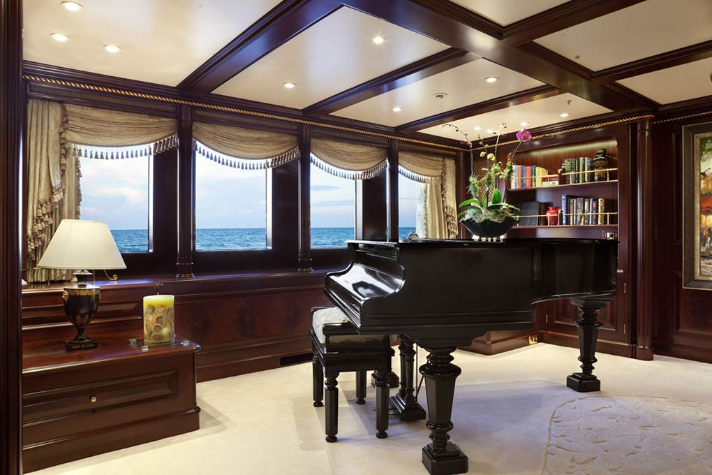 saloon area on yacht for charter M/Y FREEDOM