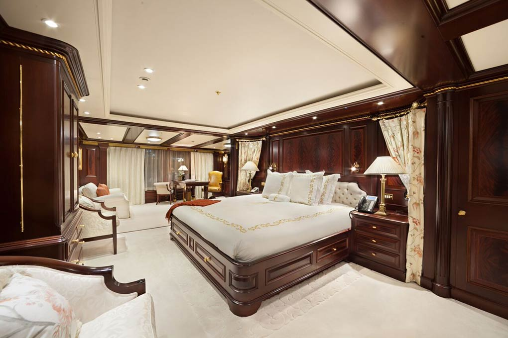 oversized stateroom on M/Y FREEDOM