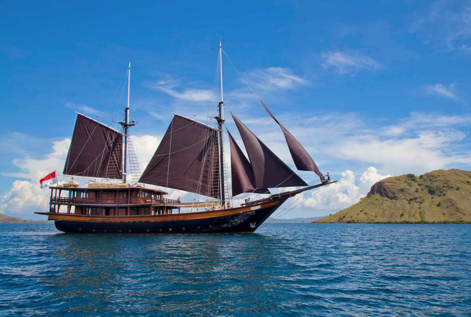 S/Y DUNIA BARU yacht for charter