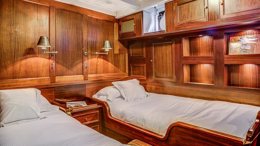 Twin bedroom on S/Y TRINAKRIA yacht for charter