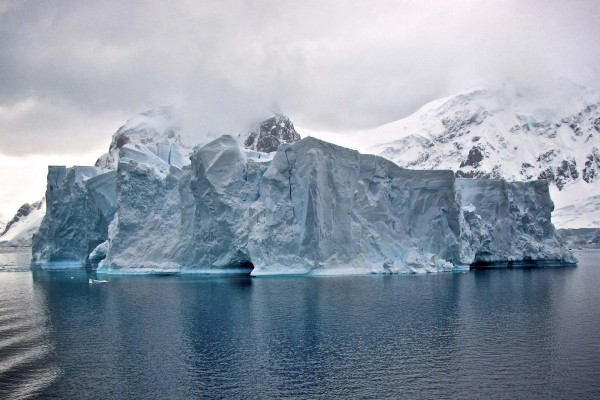 yacht-zoo-destinations-antarctica02