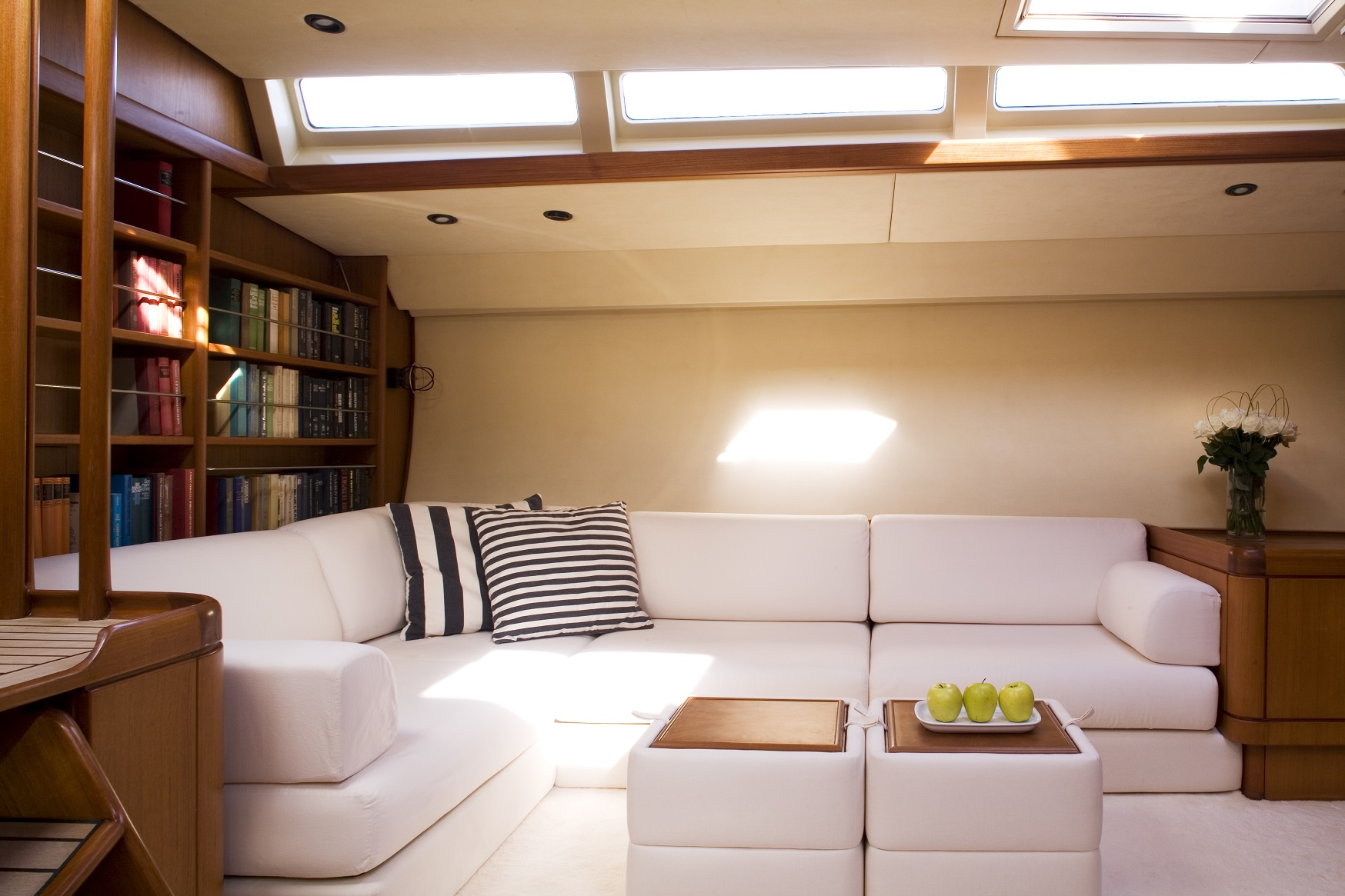 S/Y CYCLOS II yacht charter livingroom area