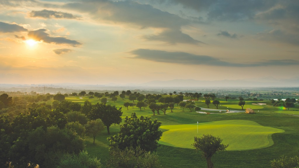 yacht-charter-feature-golf-mallorca