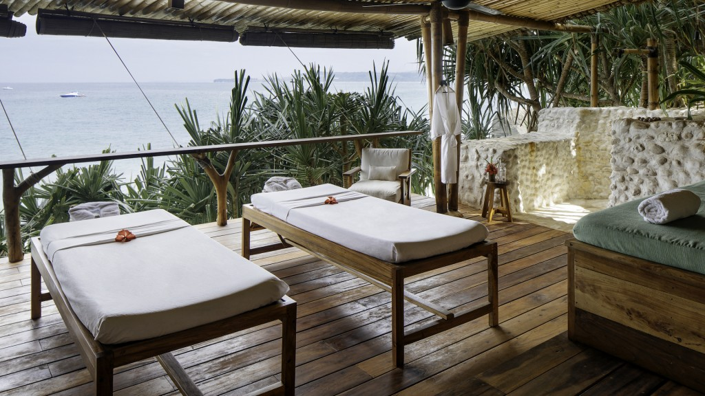 yacht-charter-feature-wellness-nihisumba