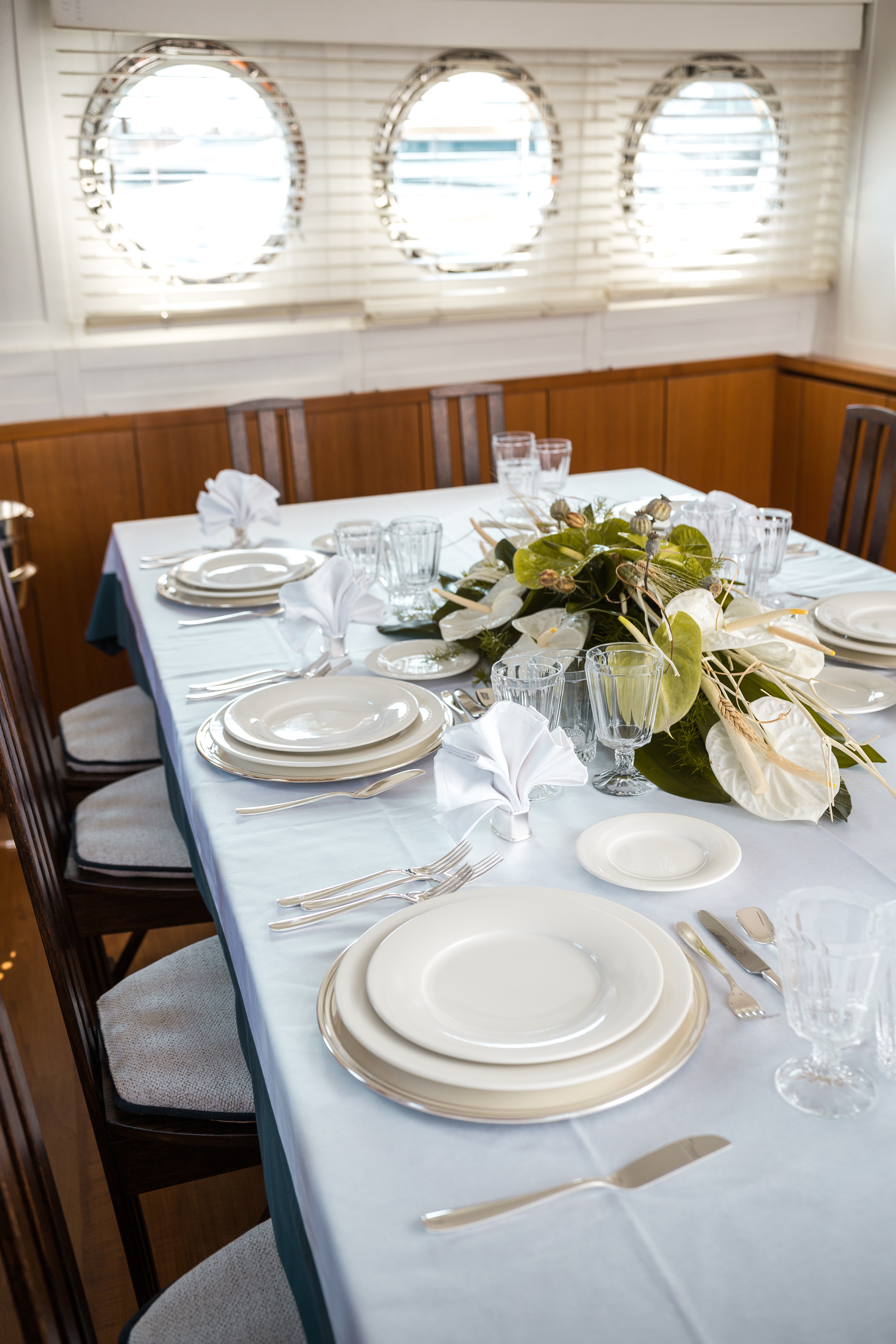 M/Y PAOLUCCI yacht for charter luxury dining room