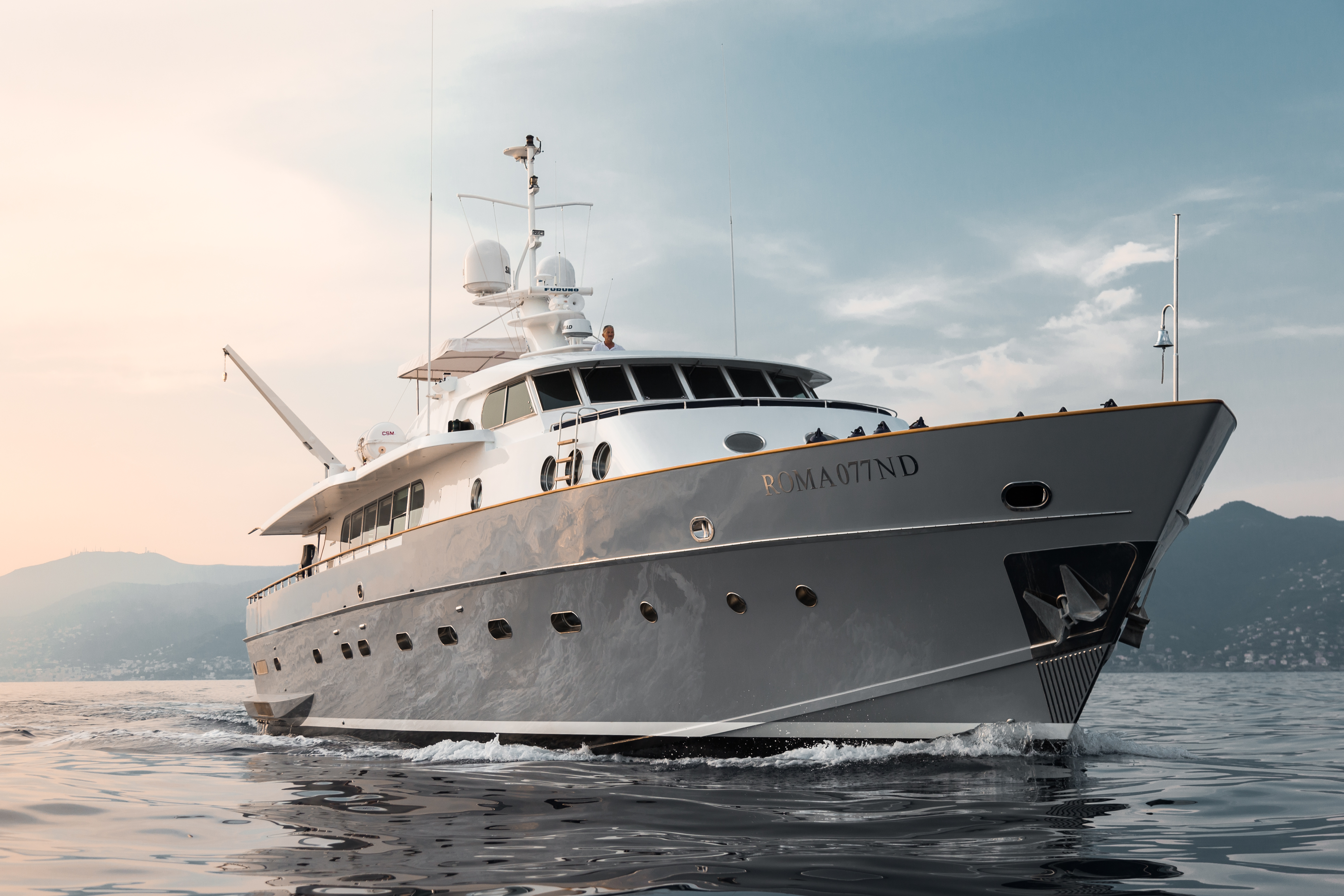 M/Y PAOLUCCI yacht for charter anchored