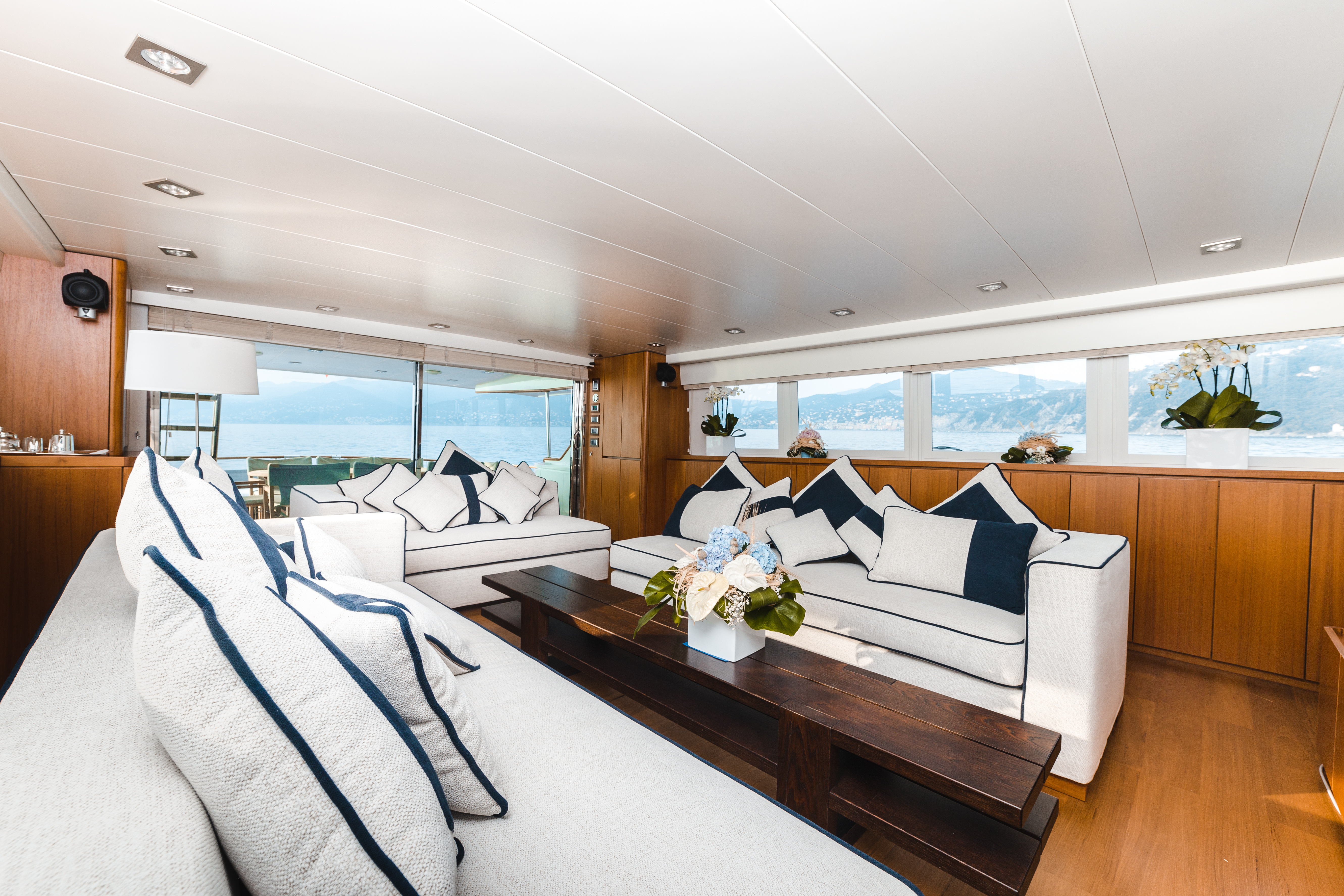 M/Y PAOLUCCI charter lounge area
