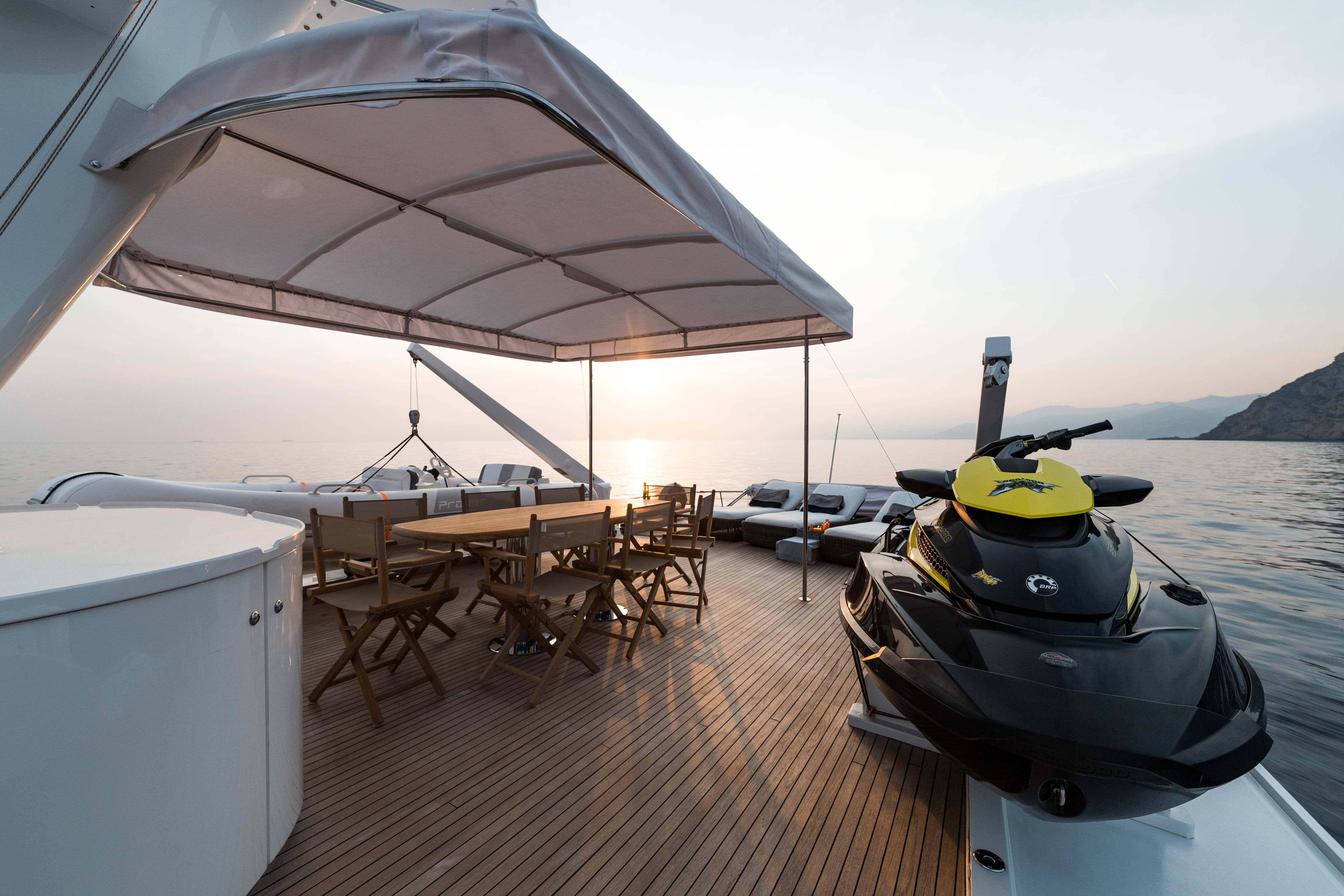 M/Y PAOLUCCI yacht for charter sundeck