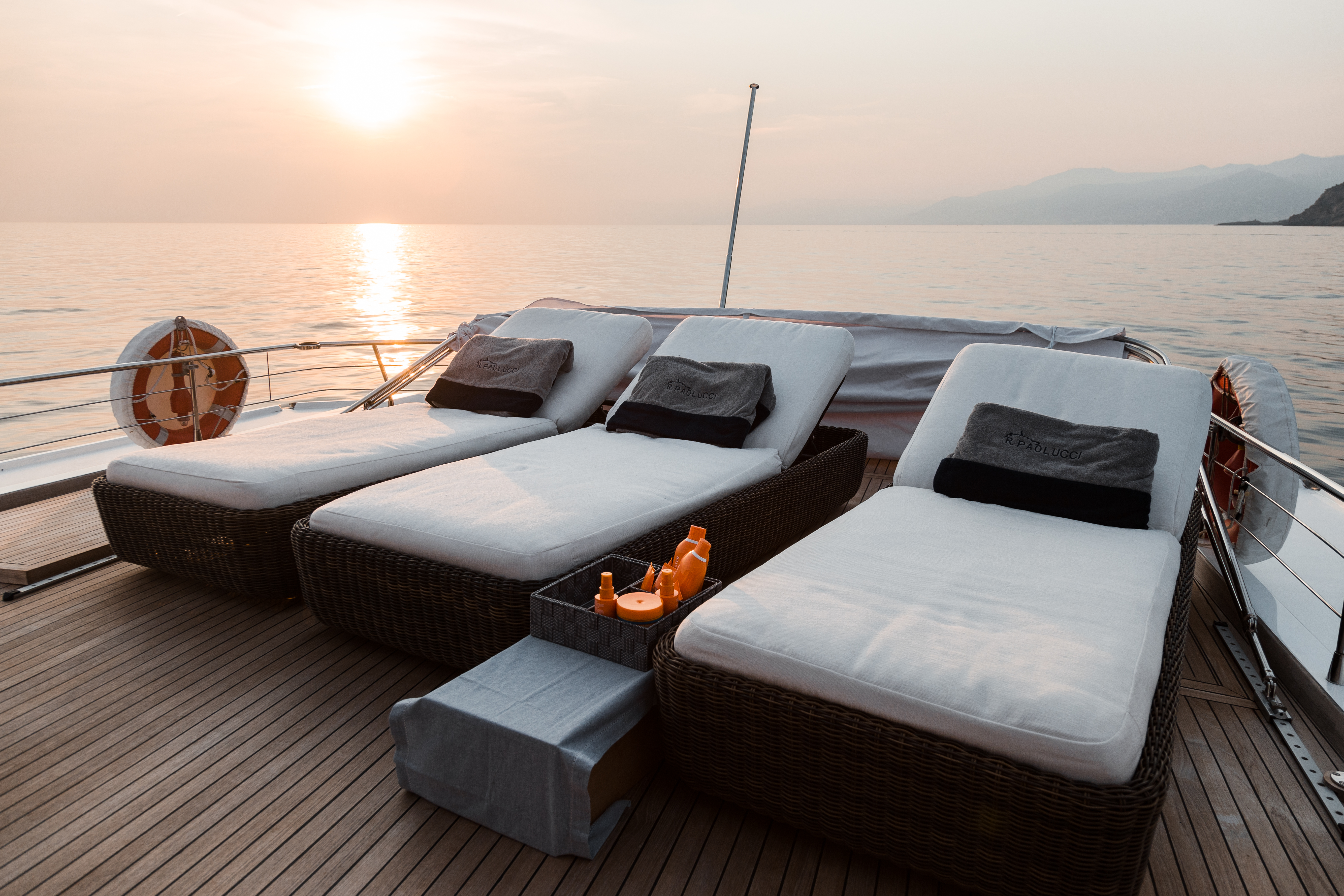 M/Y PAOLUCCI yacht for charter sunbed