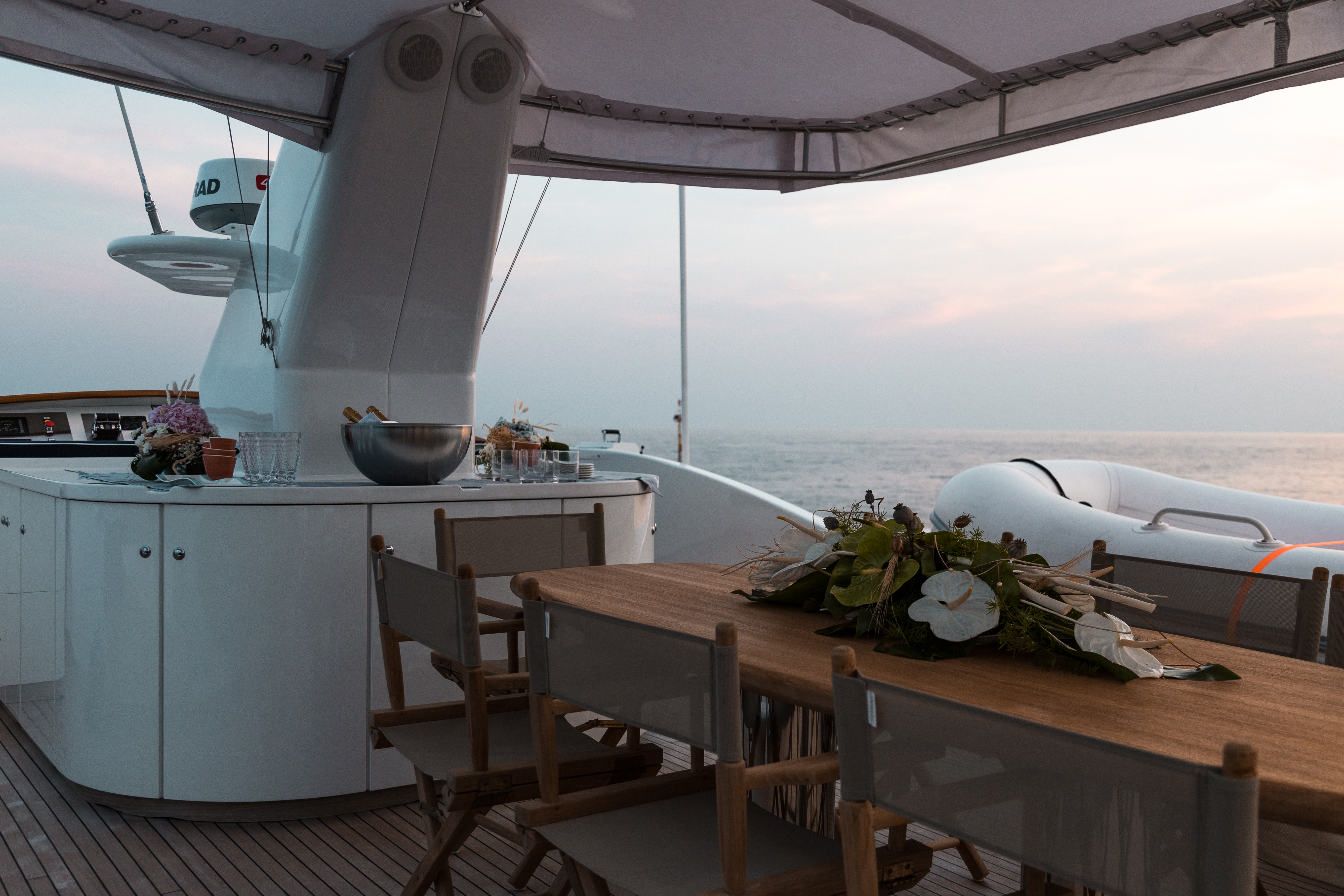 M/Y PAOLUCCI yacht for charter upper deck dining area