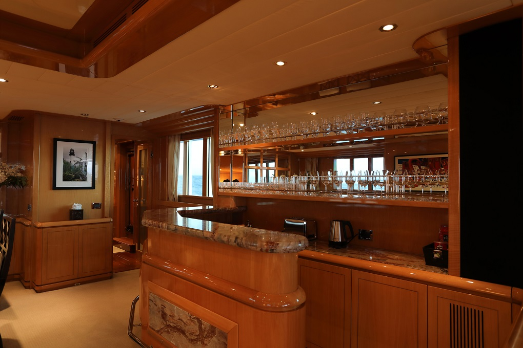M/Y INDIGO yacht for charter open bar area