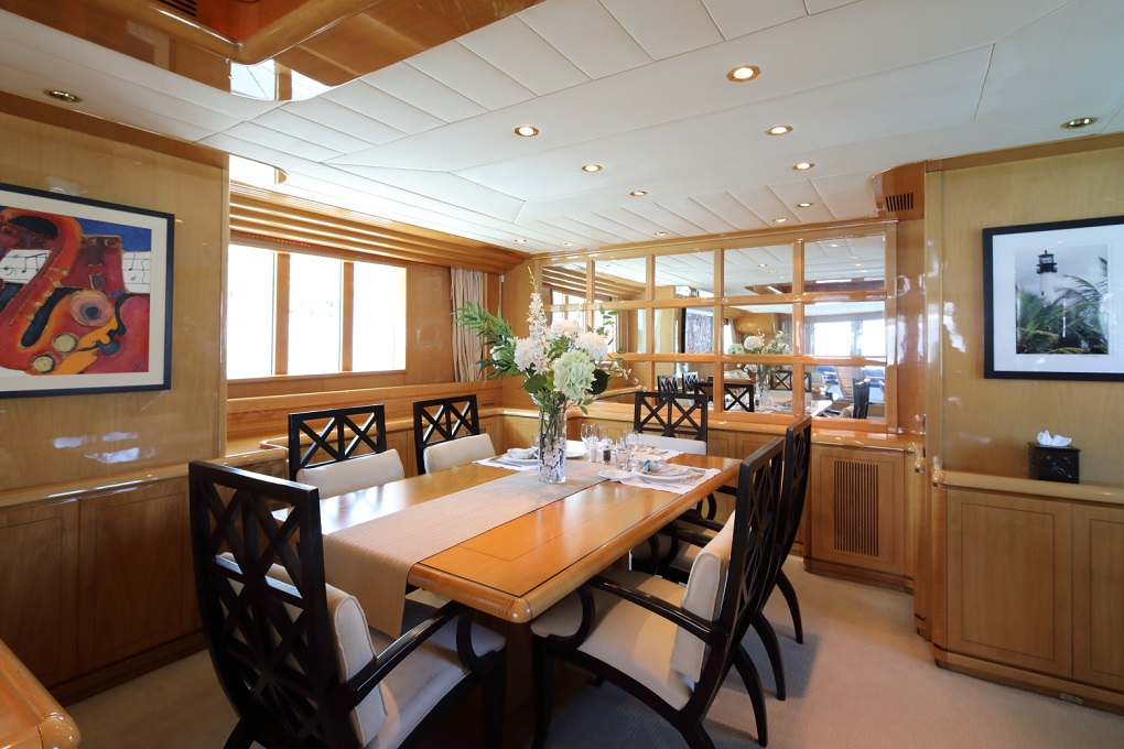 M/Y INDIGO yacht for charter dining area