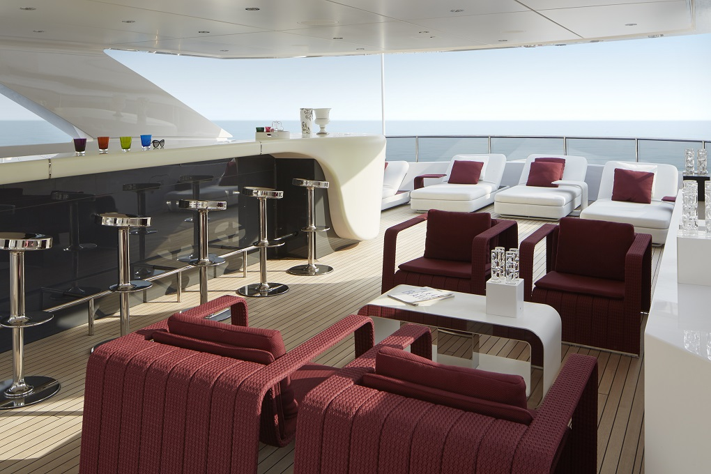 lounge open bar on M/Y Home yacht for charter