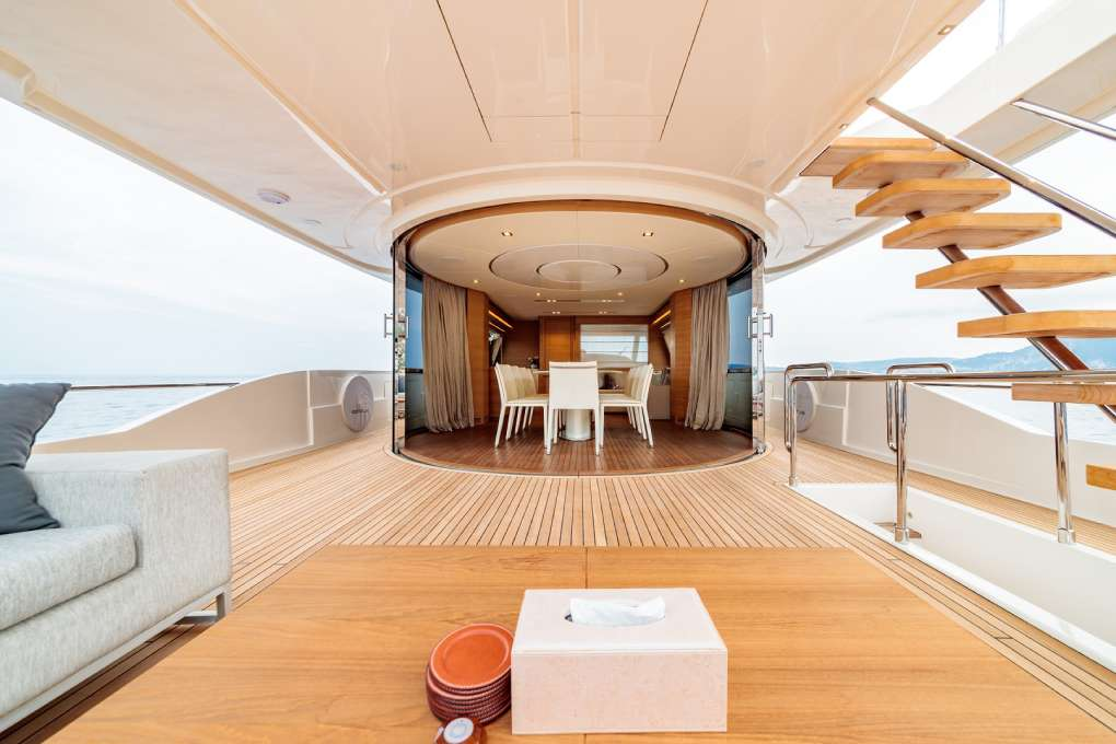 luxury-motor-yacht-seven-for-sale