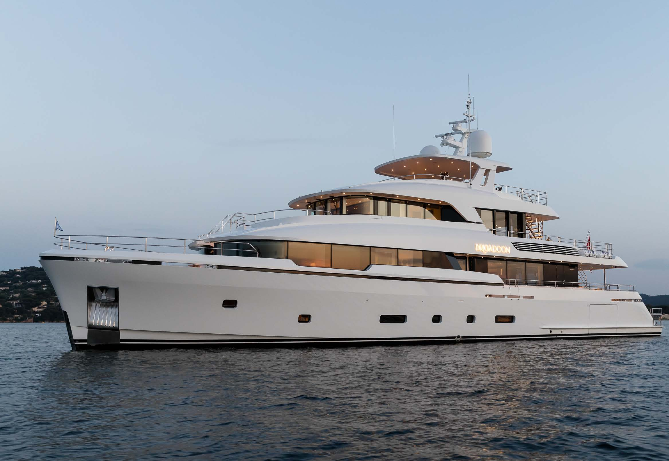 M/Y MOONEN Y201 yacht for sale anchored
