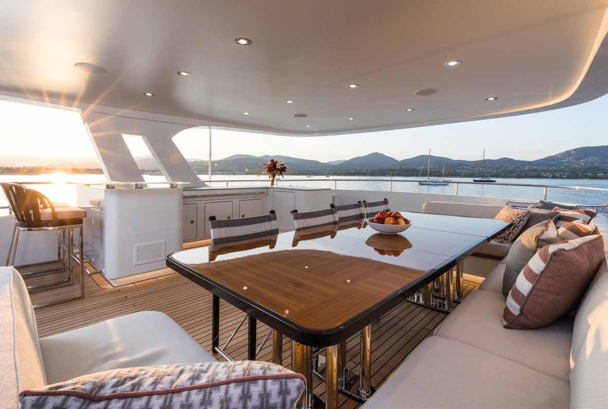 M/Y MOONEN Y201 yacht for sale dining table