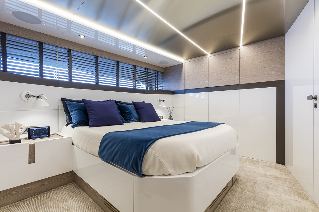 M/Y MOANNA I yacht for charter master bed
