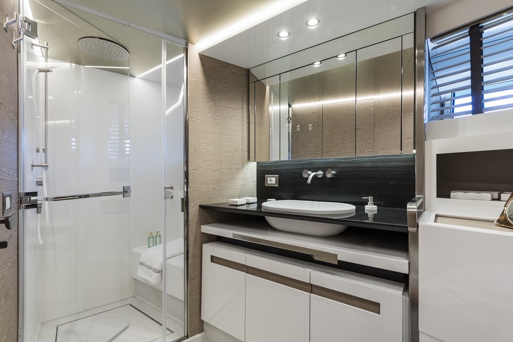 M/Y MOANNA I yacht for charter bathroom