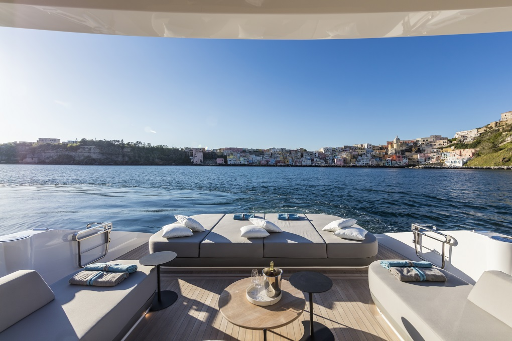M/Y MOANNA I yacht for charter deck view