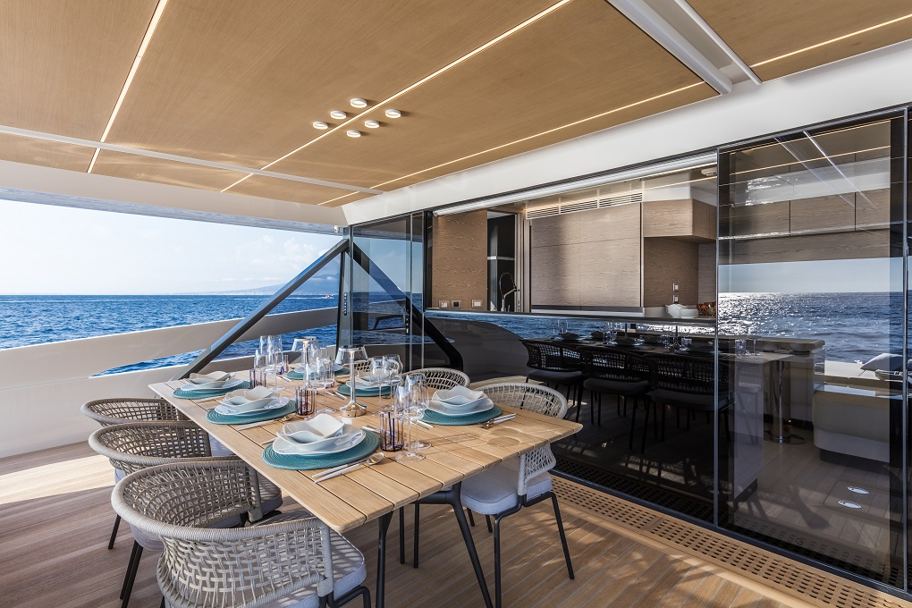 M/Y MOANNA I yacht for charter outdoor dining space