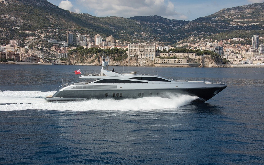 M/Y FLYING DAGGER yacht for sale running alongside