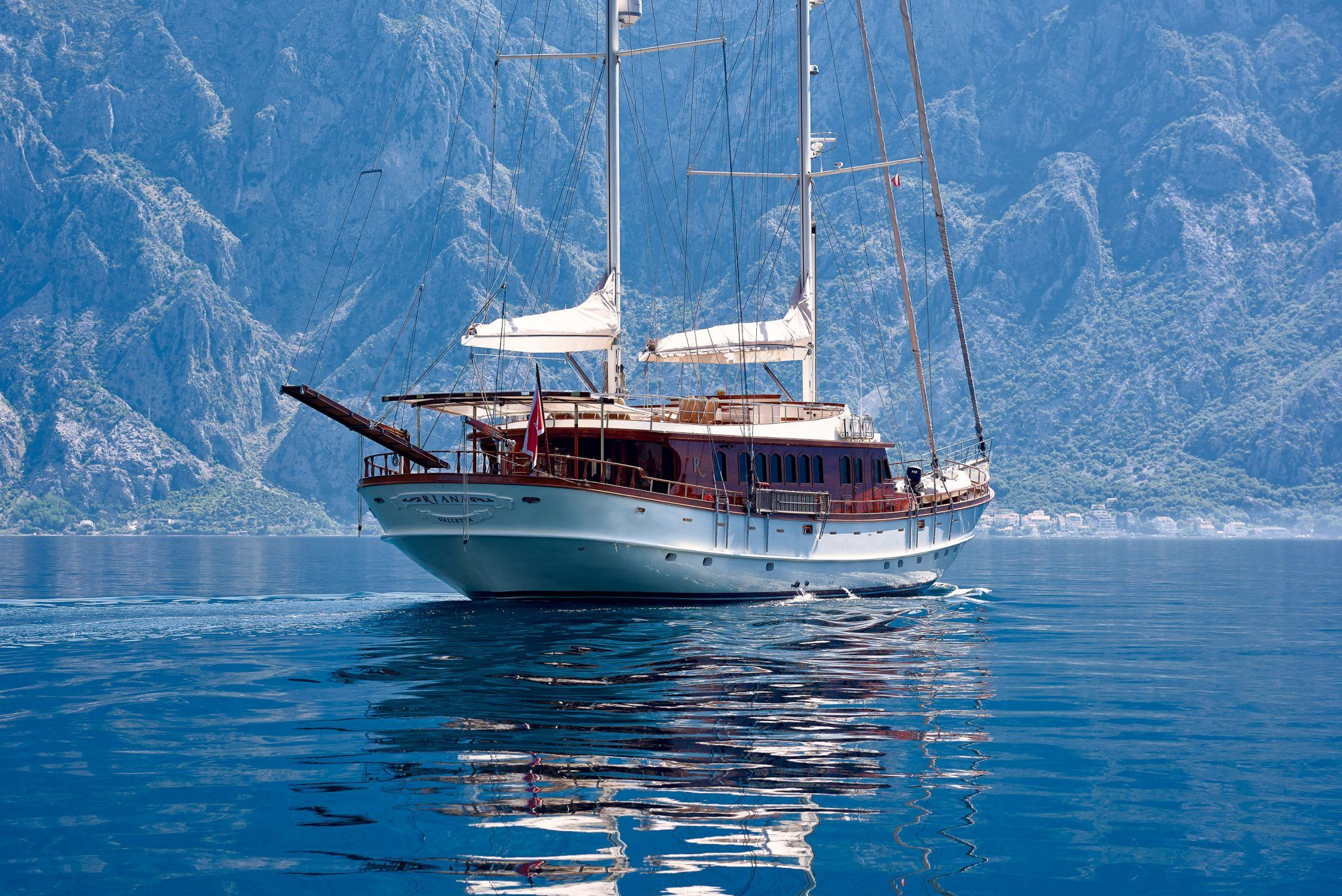 S/Y RIANA Yacht for Charter