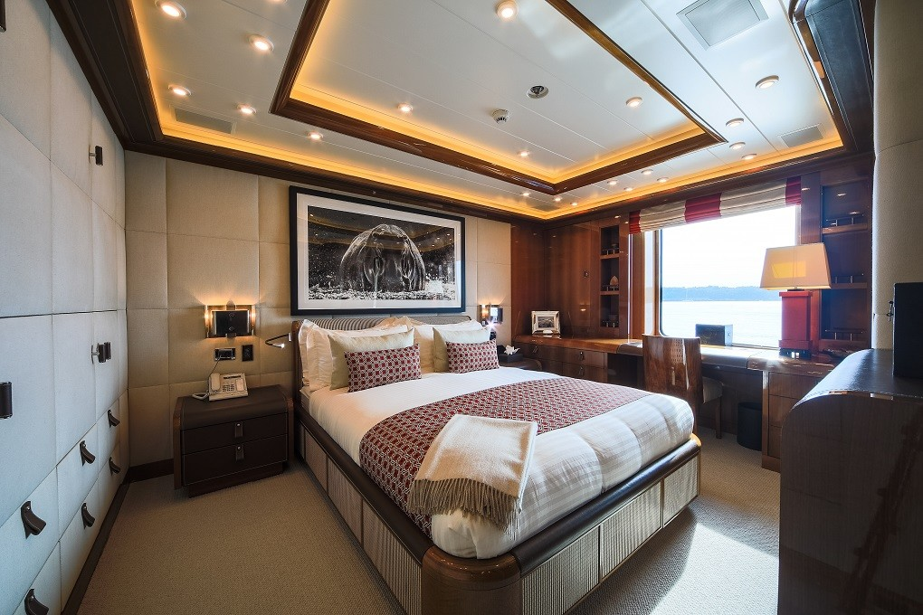 M/Y LUNA B yacht for charter stateroom
