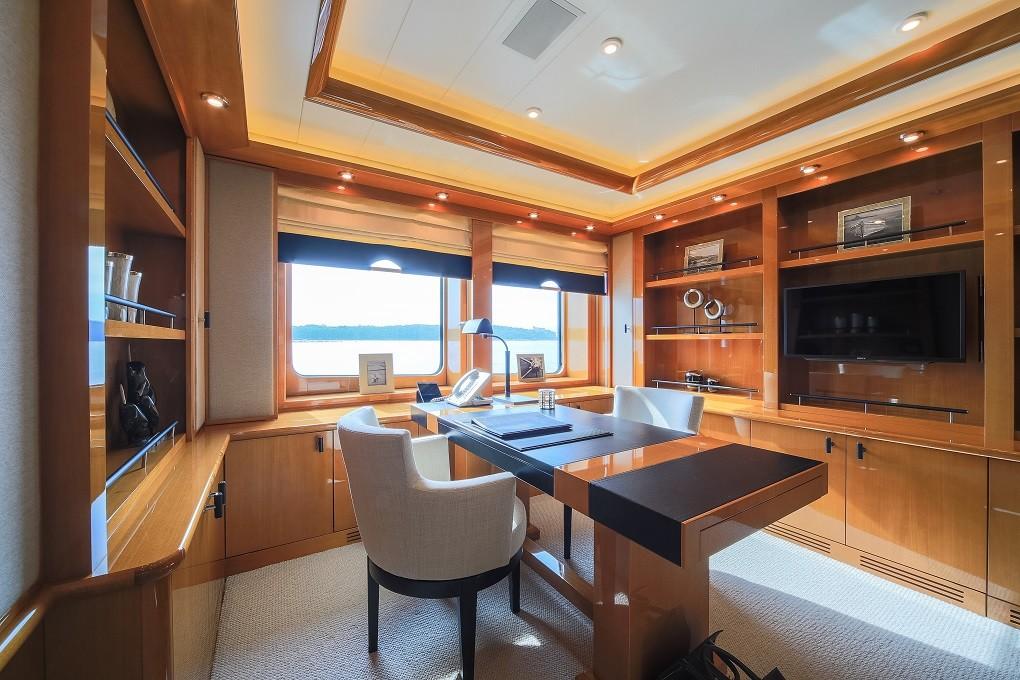 M/Y LUNA B yacht for charter study