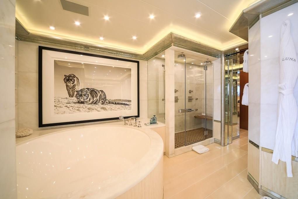 M/Y LUNA B yacht for charter bathroom