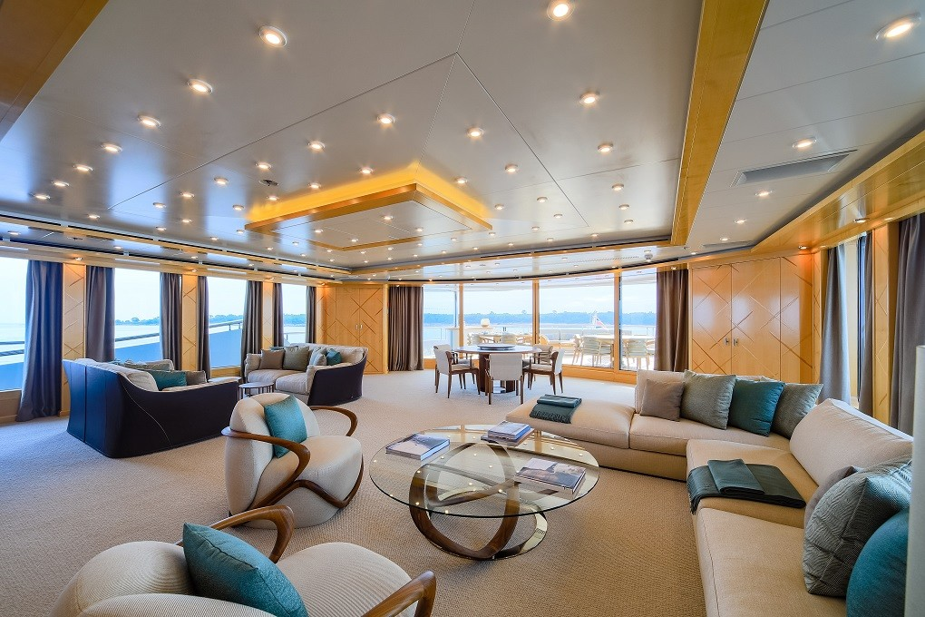 M/Y LUNA B yacht for charter living room