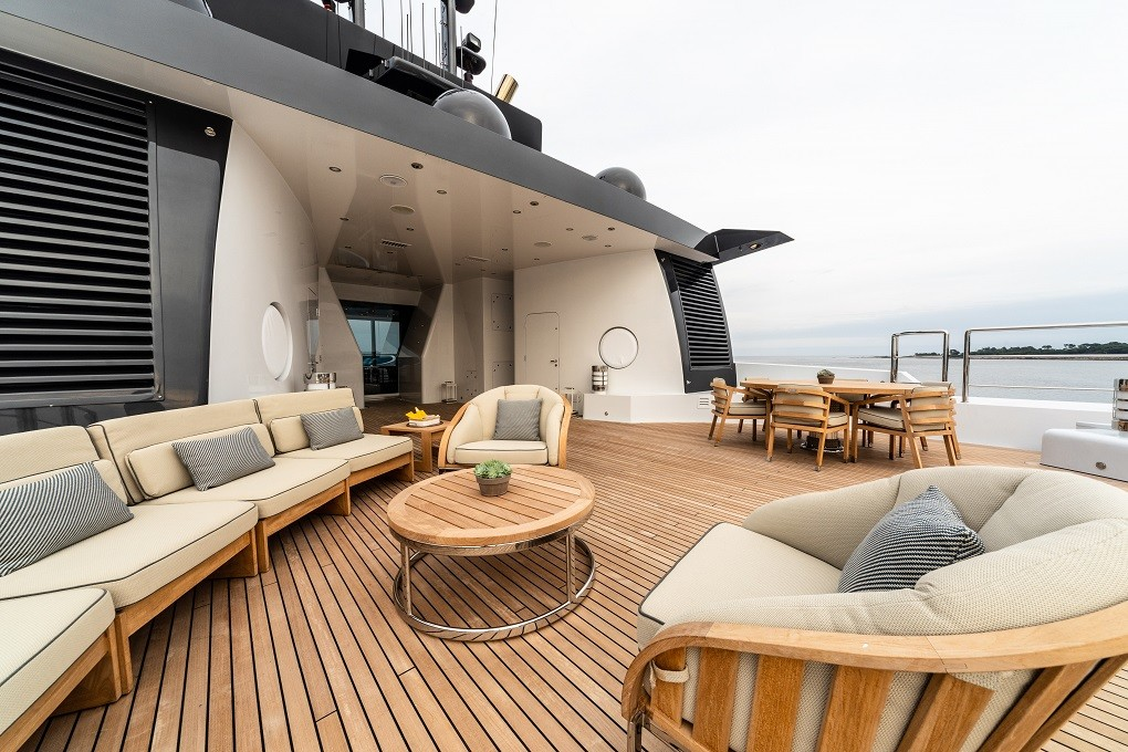 M/Y LUNA B yacht for charter top deck seating