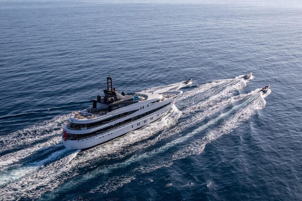 M/Y LUNA B yacht for charter sailing