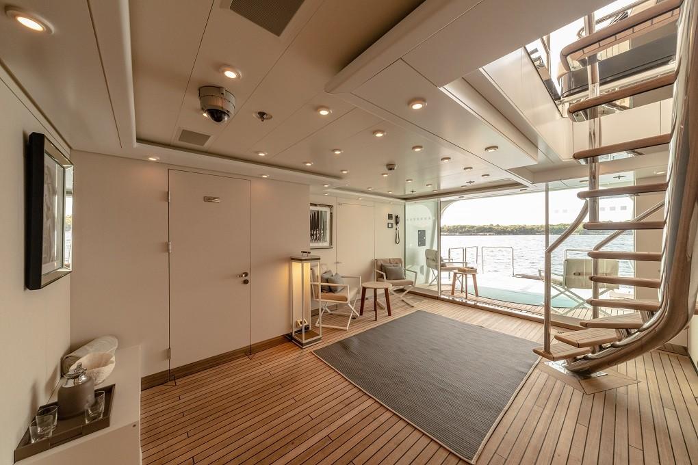 M/Y LUNA B yacht for charter lobby