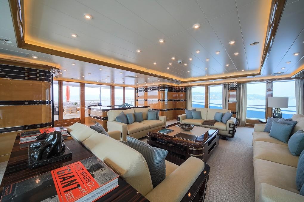 M/Y LUNA B yacht for charter sitting area