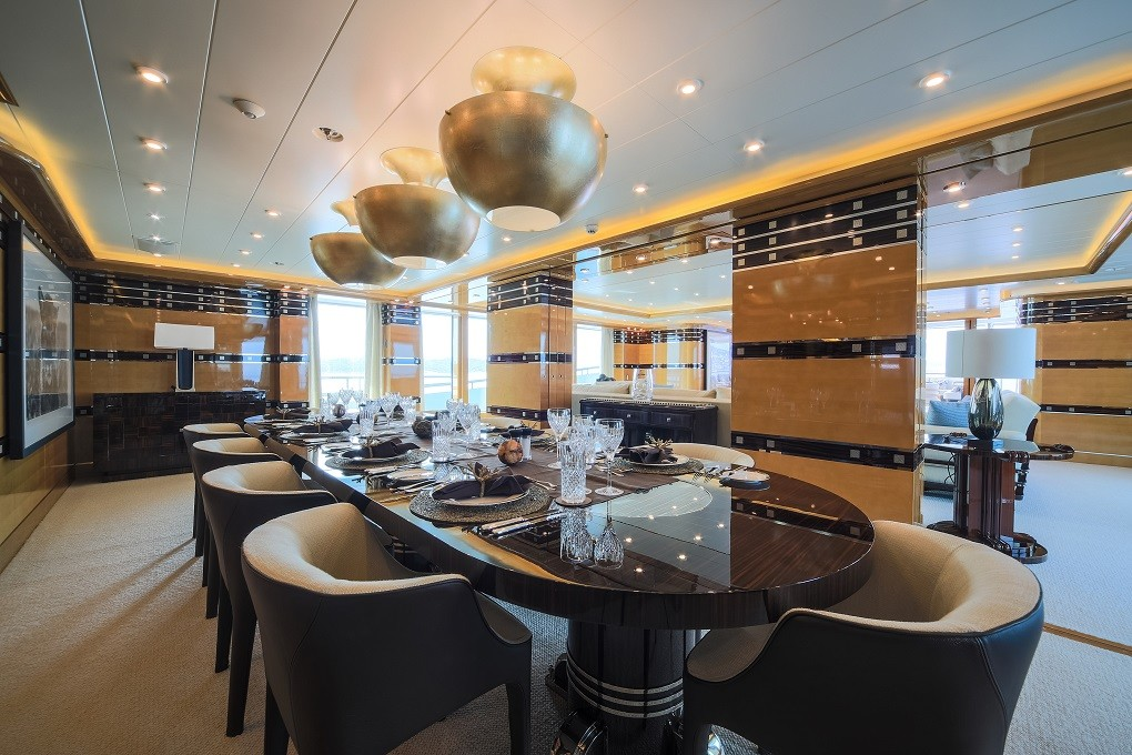 M/Y LUNA B yacht for charter dining room