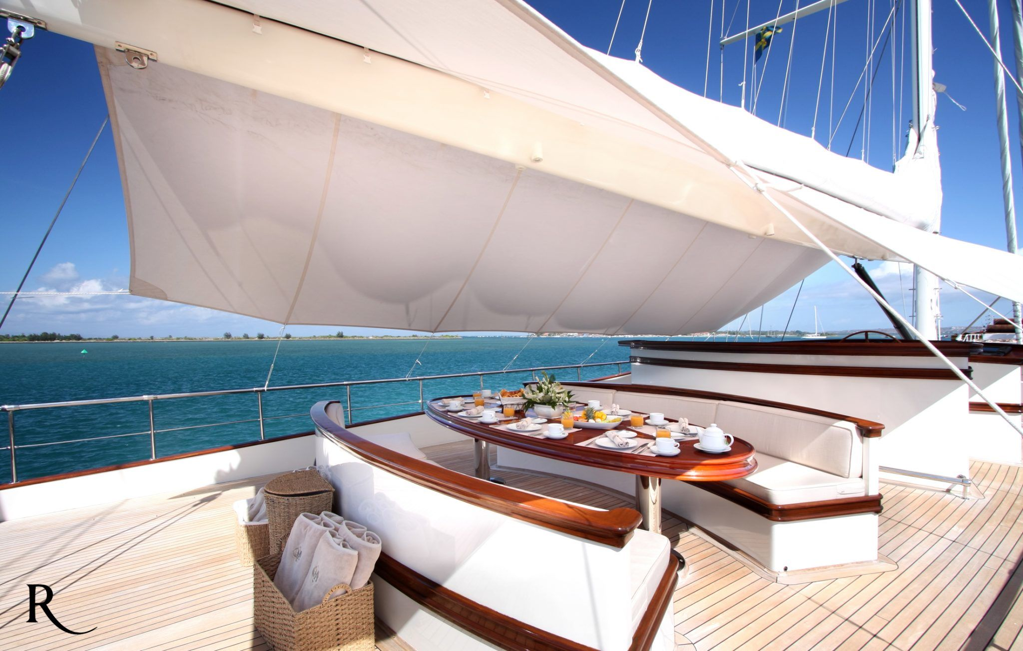 S/Y RIANA Yacht for Charter outdoor breakfast