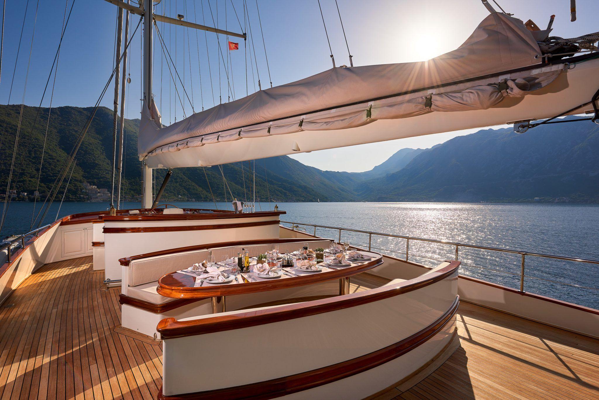 S/Y RIANA Yacht for Charter alfresco deck