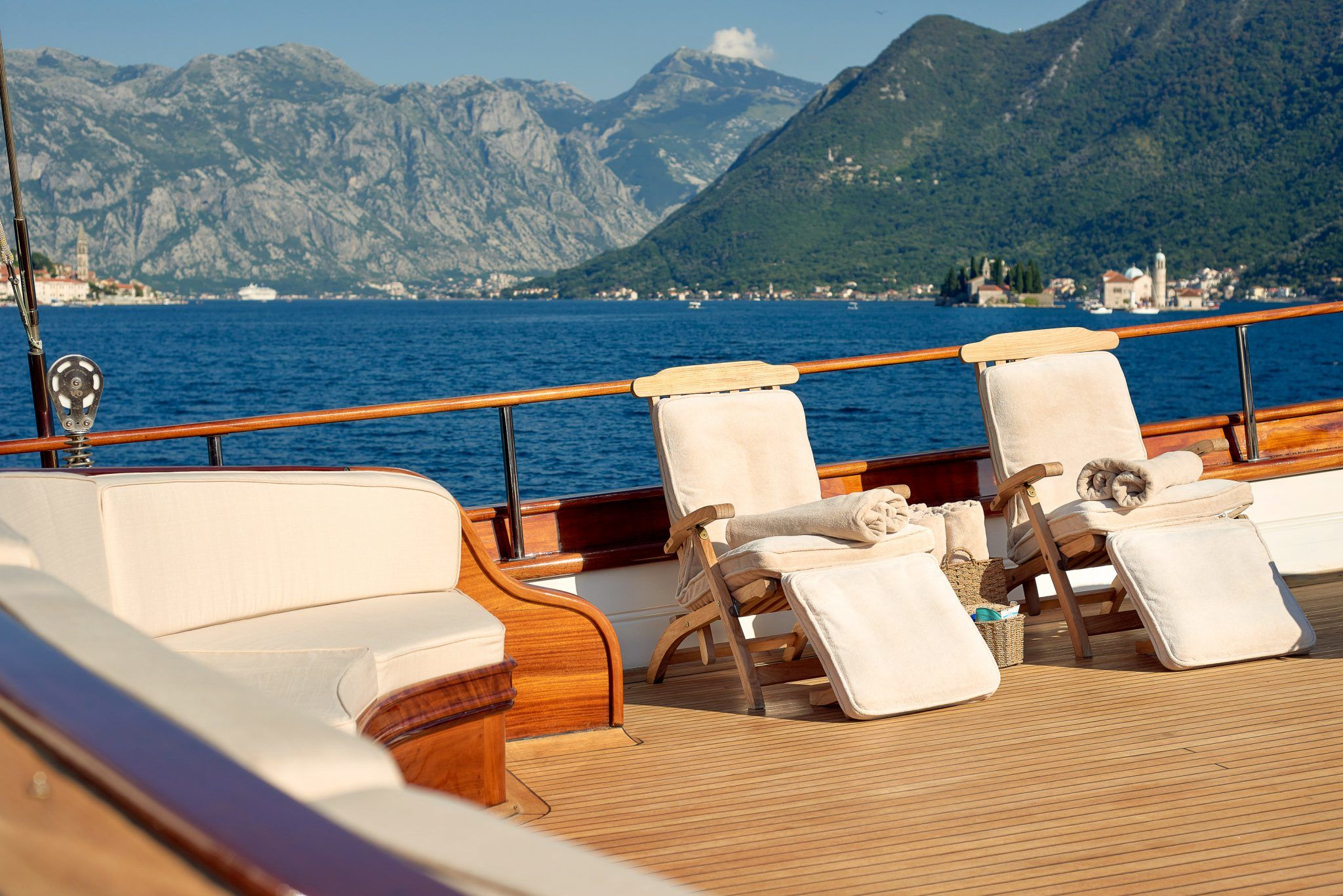 S/Y RIANA Yacht for Charter deck chairs